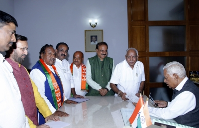 Governor invites Yeddyurappa to form government, take oath on Thursday (Lead)