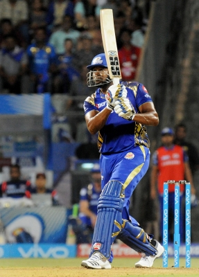 IPL: Pollard s timely fifty lifts Mumbai to 186/8 vs Punjab