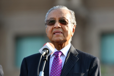 Malaysian PM cuts Cabinet salary