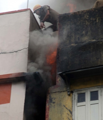 Kolkata building catches fire, fireman injured