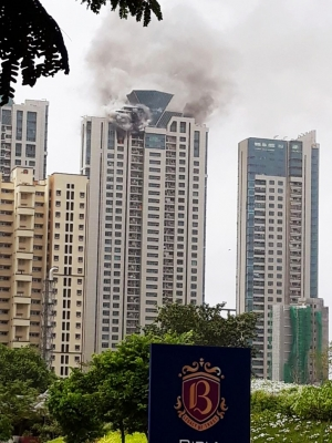 90 evacuated from blazing Mumbai skyscraper