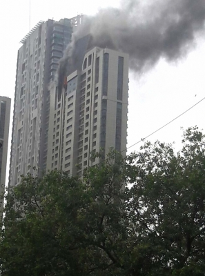 90 evacuated from blazing Mumbai skyscraper (Lead)