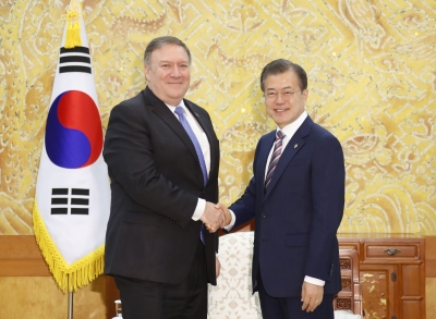 Pompeo discusses Trump-Kim summit outcome with Moon (Lead)