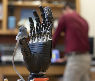 New  e-skin  brings sense of touch, pain to prosthetic hands