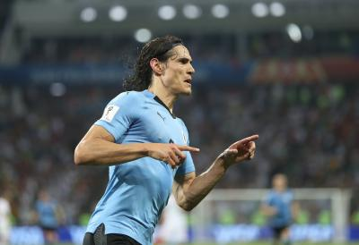 Late Cavani strike sinks Chile in Copa America