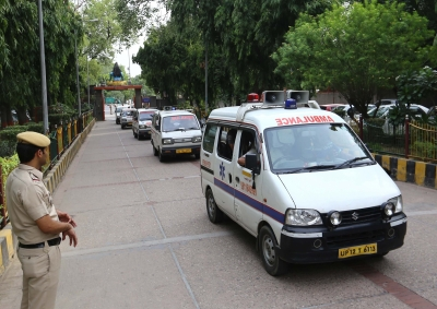 Autopsies hint at suicide by Delhi family: Police (Lead)