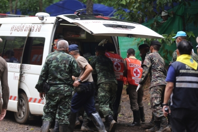 Thai cave rescue: 4 more boys rescued by divers (Lead)