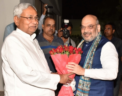 Amit Shah in Patna, has breakfast and dinner with Nitish (Lead)