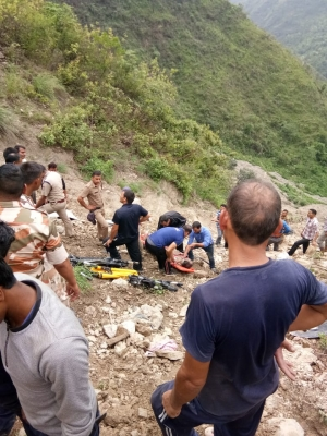 14 killed as bus falls into gorge in Uttarakhand