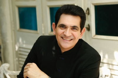 Omung Kumar turns to painting for a cause