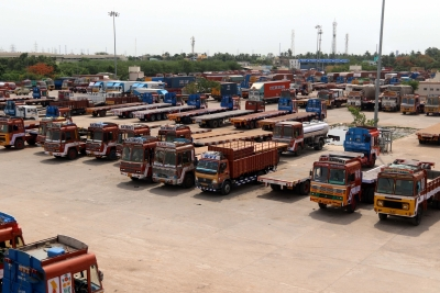 All-India truck, bus strike paralyses transportation (Lead)