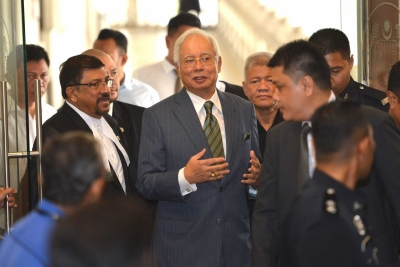 Malaysian prosecutors file 25 corruption charges against ex-PM (Lead)