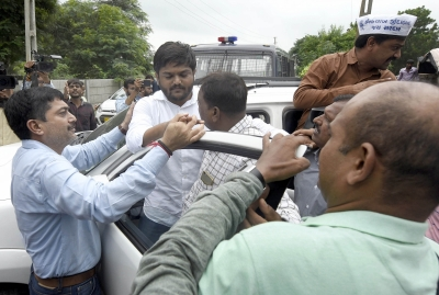 Police pick up Hardik from home to foil his protest fast