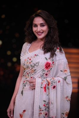 Now learn garba with  Dance with Madhuri