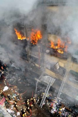 Massive fire breaks out in Central Kolkata