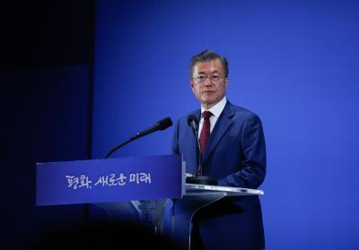 N. Korea ready for fast denuclearization, wants summit with US: Moon (Lead)