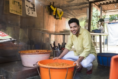 Chef Ranveer Brar romances railways with  Station Master's Tiffin