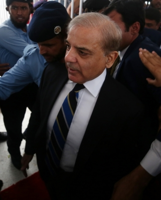 Pak courts nail oppn leaders Sharif and Zardari