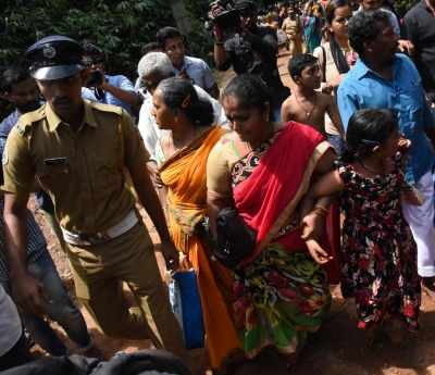Protests near Sabarimala turn violent, 2 female journalists injured