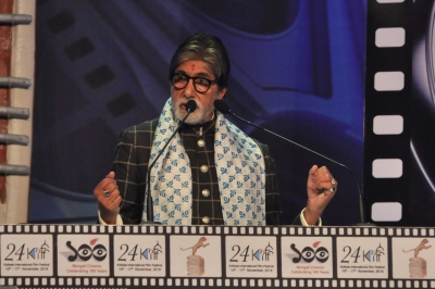 Big B salutes those working behind the scenes to make movies happen