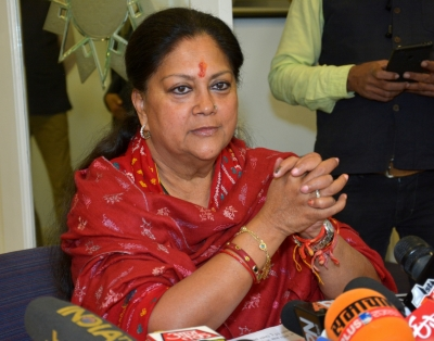 Raje and Gehlot travel in same flight, but don't talk to each other