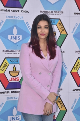 Aishwarya Rai Bachchan encourages differently-abled kids