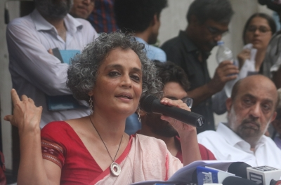 Vote out hate politics, Indian writers, artistes appeal
