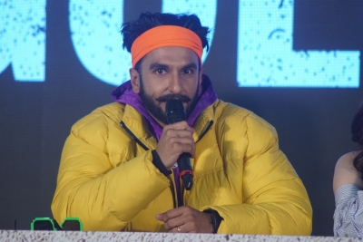 Will strive to make flag of Hindi cinema fly high: Ranveer