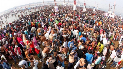 Thousands take holy dip at Kumbh on 'Paush Poornima'