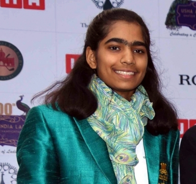 Golfer Diksha takes sole lead on pro debut in Hero women's Tour opener