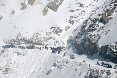 Four soldiers, 2 porters killed in Siachen avalanche (Lead)