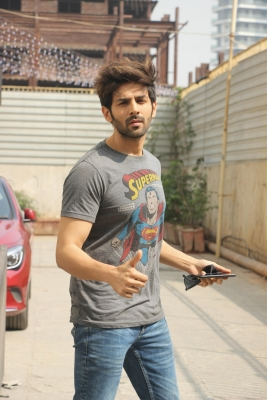 Kartik Aaryan mum on #MeToo allegations against Hirani