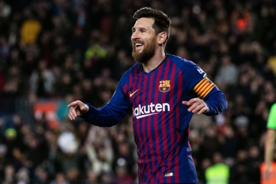 Messi signed contract on paper napkin, says Barca ex-official