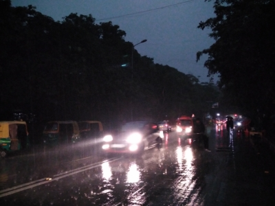 Rains lash Delhi, air improves to 'moderate'