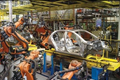 Slowdown dogs auto sector, overall retail sales down 6% (Lead)