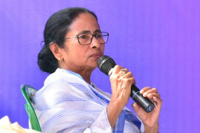 Mamata urges Congress, CPI-M to join hands with her against BJP