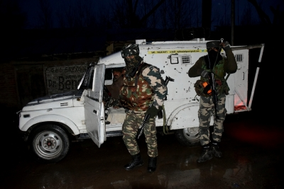 India loses army major, 3 soldiers in Pulwama gunfight (Lead)