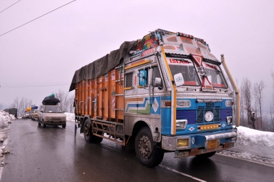 Jammu-Srinagar highway remains closed