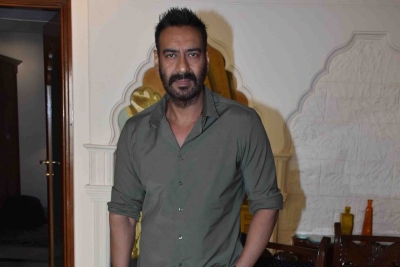 Ajay Devgn recreates his 'Phool aur Kaante' stunt