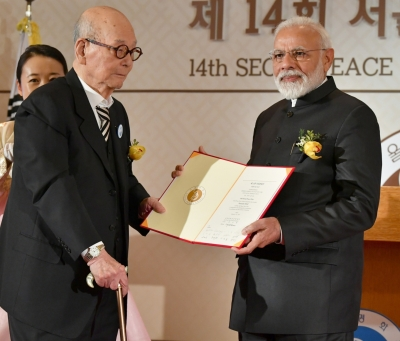 Modi receives Seoul Peace Prize, makes veiled attack on Pakistan (Third Lead)