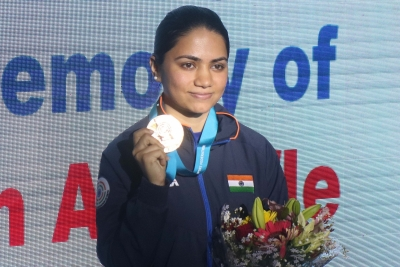 Apurvi wins gold at shooting World Cup (Lead)