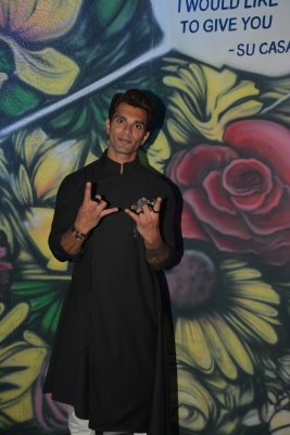 Was painting when I wasn't visible: Karan Singh Grover
