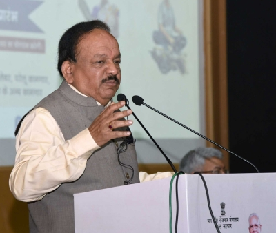 Harsh Vardhan reviews situation after 84 children die of encephalitis in Bihar (Lead)
