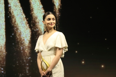 Alia bags her first film with Bhansali