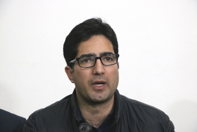 Shah Faesal stopped at airport, sent back to Kashmir