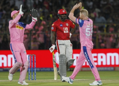 Chris Gayle blasts 79, drives Punjab to 183/4