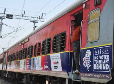 Coach of Kerala Express derails in Andhra, none injured