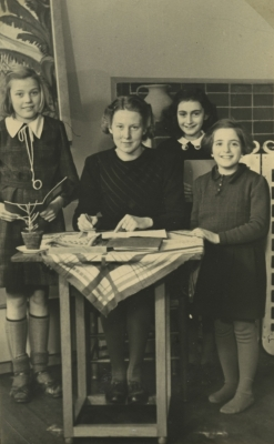 Anne Frank's family photos to be on show in Delhi