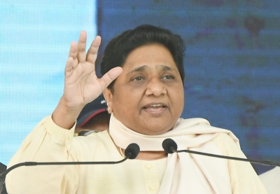 Mayawati visits AIIMS to enquire about Jaitley's health