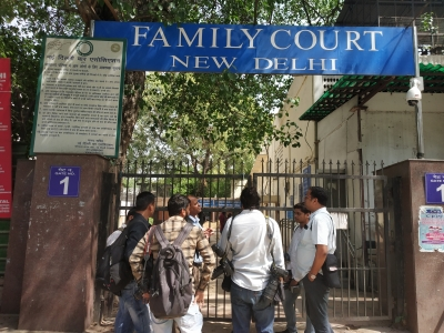 Why 13 parrots were produced before a Delhi court?